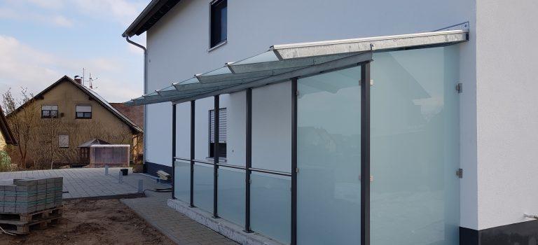 Vordächer mit Windfang